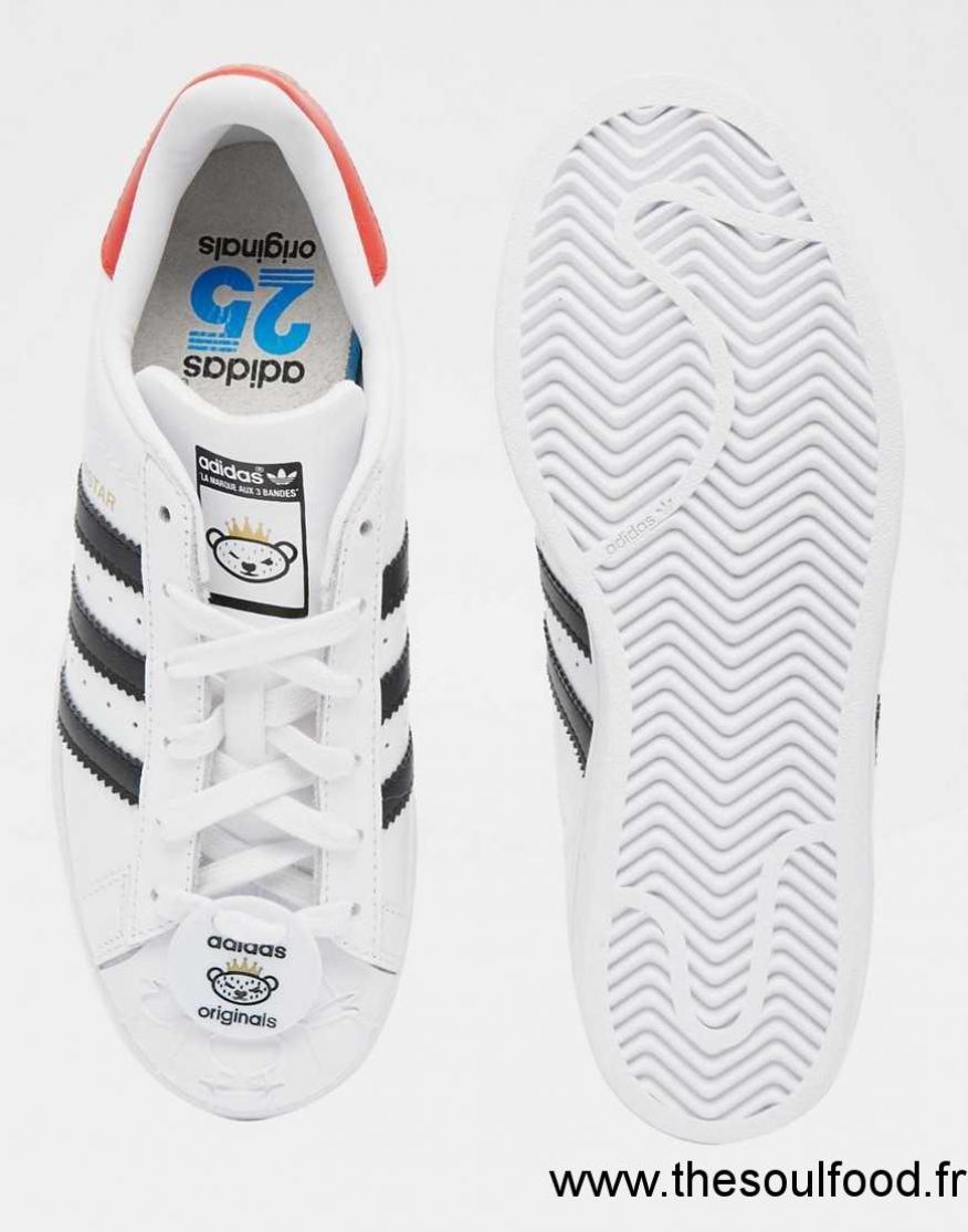 Adidas Originals Superstar Baskets Avec Étiquette Ours Nigo