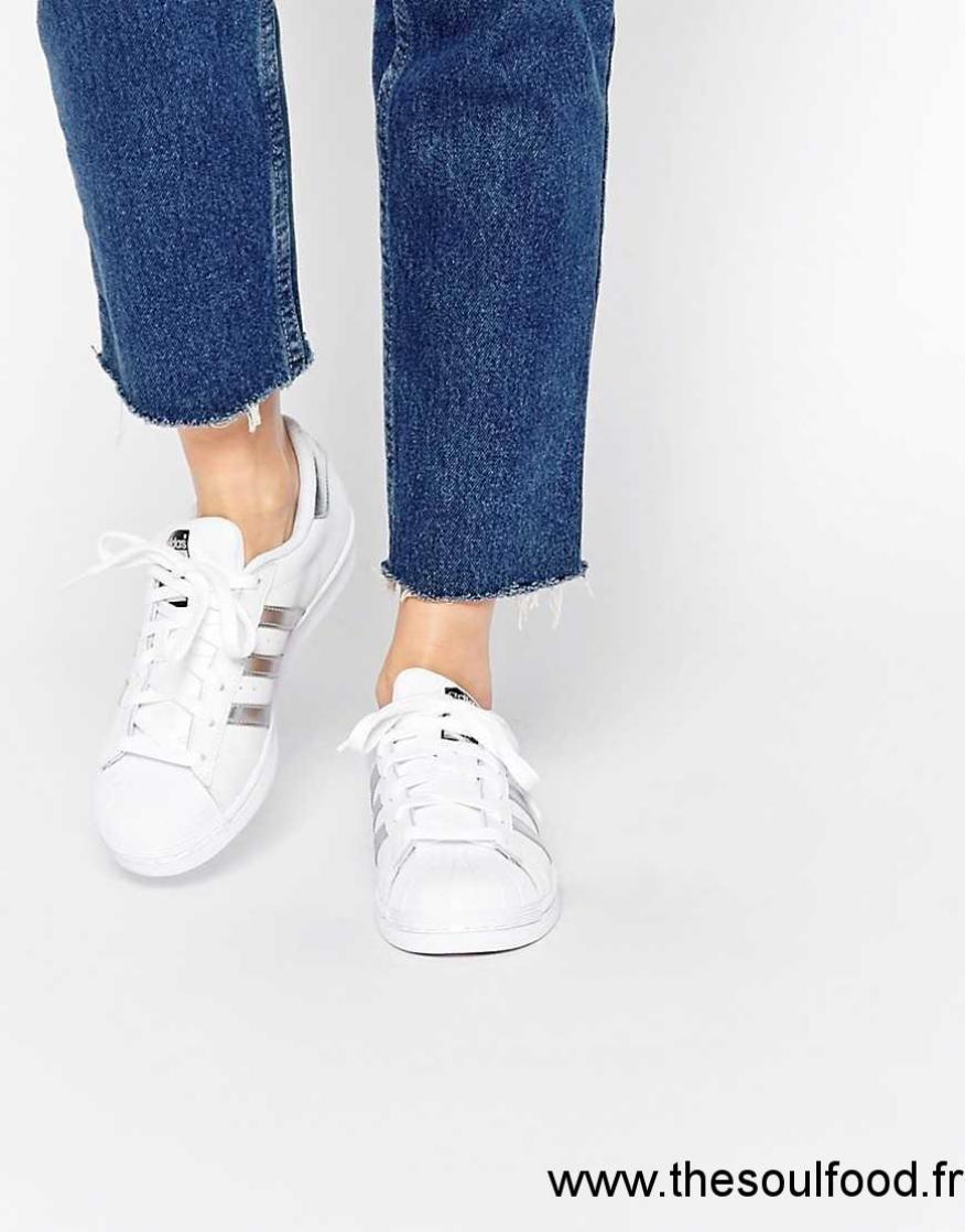 4f5aa7dce1baae Adidas Originals - Superstar - Baskets - Blanc Et Argent Femme Blanc  Chaussures | Adidas France ZC170059