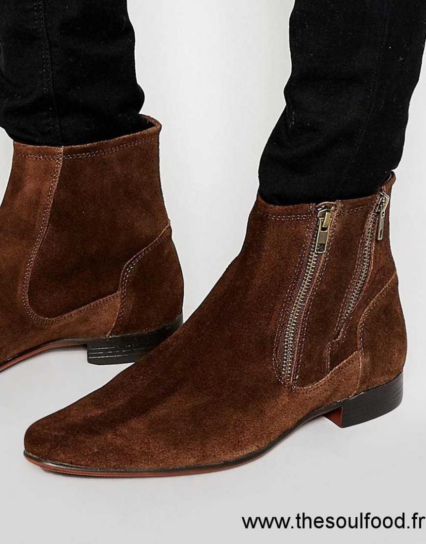 asos bottes en daim avec double fermeture clair marron homme marron chaussures asos. Black Bedroom Furniture Sets. Home Design Ideas